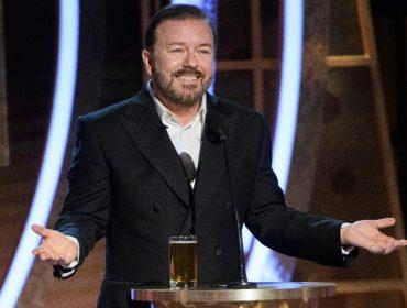 """Ricky Gervais alfineta celebs que reclamam da quarentena nas redes: """"Parem de fazer isso de dentro de suas mansões!"""""""