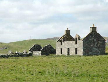 Ilha escocesa perfeita para a quarentena é colocada à venda por menos do que muitos apês em SP