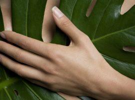 Sem manicure na área, é a hora de deixar suas unhas respirarem! Confira dicas de especialista para fazer em casa