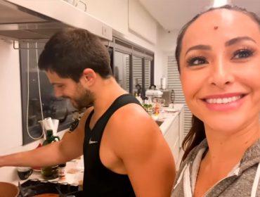 """Sabrina Sato e Duda Nagle mostram criatividade na cozinha durante a quarentena e preparam um """"soborô"""""""