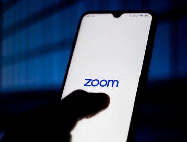 Jornalista britânico teria ouvido conversas de concorrentes no Zoom em potencial 'primeiro escândalo' do app