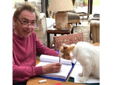 """Autor de """"Cats"""", Andrew Lloyd Webber está de luto por causa da morte de seu gato, Mika"""