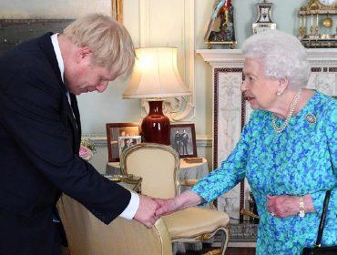 Recuperado da Covid-19, Boris Johnson tem se exercitado na academia de Elizabeth II