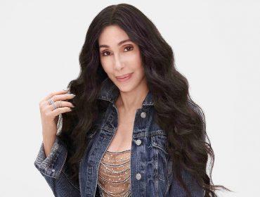Cher completa 74 primaveras nessa quarta mais bela do que nunca. Confira 3 segredos de beleza da cantora!
