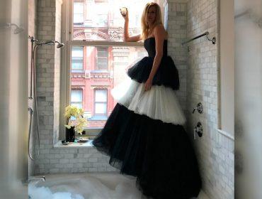 Julia Roberts faz Met Gala particular com look poderoso dentro do banheiro. Confira!