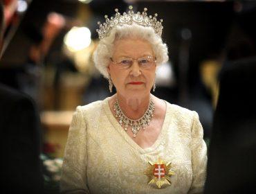 Por causa da pandemia, Elizabeth II decide se afastar da vida pública por 'tempo indeterminado'