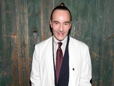 John Galliano afirma que tempo no 'rehab' tem ajudado a não surtar com a pandemia