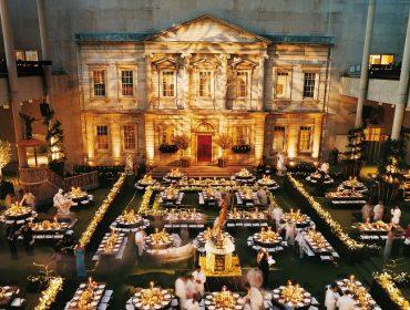 Fashionistas que pagaram mais de R$ 165 mil por ingresso do Met Gala, que foi adiado, pedem reembolso em massa