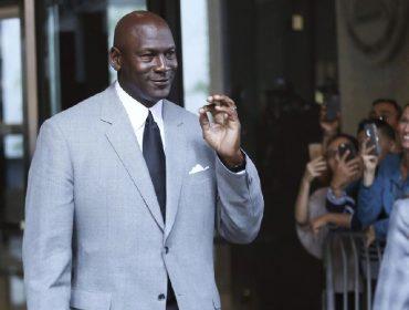 Atleta mais rico do mundo, Michael Jordan ganhou mais de US$ 1 bilhão só com um de seus muitos contratos. Aos detalhes!