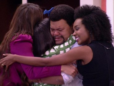 """Babu Santana fala sobre relação com Thelma, Manu e Rafa fora do BBB, e promete 'live': """"São minhas amiguinhas"""""""