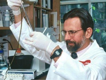 Participação em empresa que vai produzir vacina para a Covid-19 torna professor americano bilionário