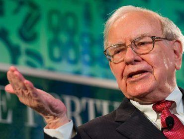Warren Buffett, que admitiu ter errado ao apostar em ações de aéreas, está liquidando esses papéis
