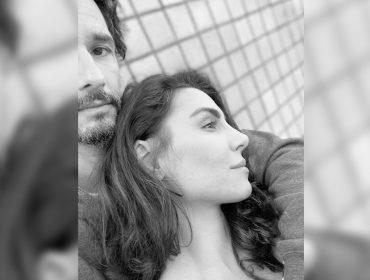 Rodrigo Santoro registra os 100 dias de quarentena com foto romântica – e rara – ao lado de Mel Fronckowiak