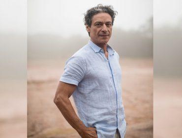 """Luiz Carlos Vasconcelos fala sobre a complexidade de seu personagem em Aruanas: """"Ele é um alienado de si mesmo"""""""