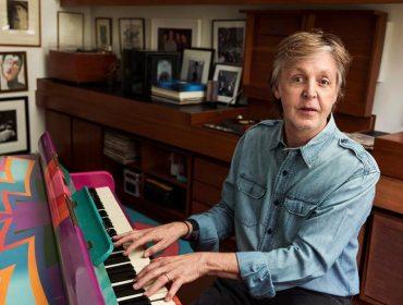"""Paul McCartney e suas filhas pedem fim de lei que obriga carne nas escolas inglesas: """"É hora de revisitar as regras e ajudar o planeta"""""""