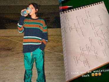 Bruna Marquezine prova que é viciada na série 'Dark' ao mostrar diagrama com seus palpites sobre a trama