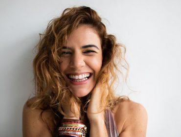 Em entrevista, Mariana Aydar fala sobre feminismo no forró, disco voador e a importância de Dominguinhos