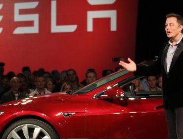 Alta de mais de 500% na ação da Tesla torna Elon Musk o 5º homem mais rico do mundo