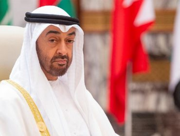 Emir de Abu Dhabi importa água mineral francesa para abastecer seus palácios, de acordo com processo