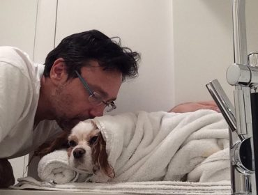 Quem é o tosador de cães que cobra US$300 por hora, faz henna nos pets e tem Gisele Bündchen como cliente?