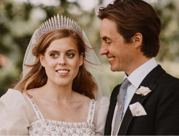Princesa Beatrice se casou com vestido e tiara decanos emprestados da avó, a rainha Elizabeth II