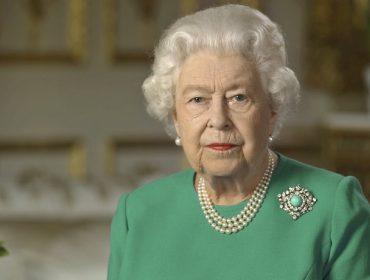 Elizabeth II segue trabalhando na quarentena: além de analisar documentos diariamente, faz 'calls' com líderes globais