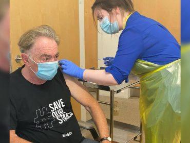 """Andrew Lloyd Webber, 'rei da Broadway', testa vacina contra o coronavírus: """"Farei qualquer coisa para que cinemas e teatros abram novamente"""""""