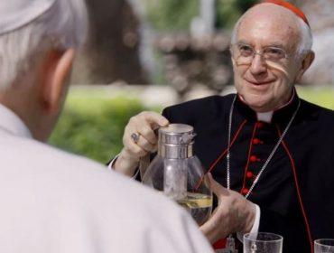 Jonathan Pryce, que viveu o papa Francisco em 'Dois Papas', será o príncipe Philip nas temporadas finais de 'The Crown'