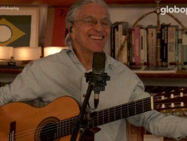 """Caetano Veloso comemora 78 anos com os filhos em live cheia de clássicos: """"Não somos uma família de músicos, somos músicos muito família"""""""