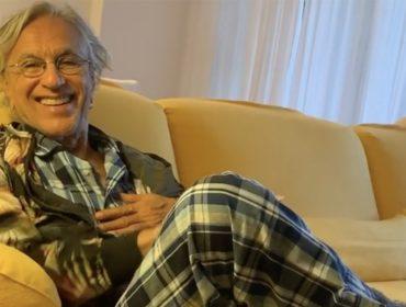 Caetano Veloso revela figurino da tão esperada live do dia de seu aniversário. Vem saber qual é!