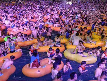 Considerada o 'berço' da Covid-19, cidade chinesa de Wuhan é palco de mega festa eletrônica