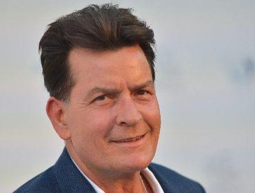 No dia em que Charlie Sheen completa 55 anos, relembre 5 dos maiores escândalos do bad boy hollywoodiano