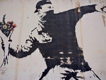Banksy perde direitos autorais de uma de suas obras mais famosas por não revelar sua identidade… Entenda!