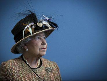 Especialista em reis e rainhas do Reino Unido acredita que a monarquia de lá poderá 'morrer' com Elizabeth II