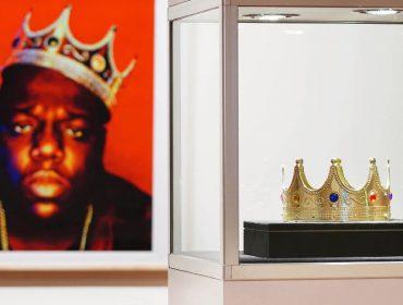 Coroa de brinquedo usada por Notorious B.I.G. é leiloada por mais de R$ 3 milhões