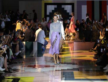 Semana de moda de Milão acontece este mês com apresentações presenciais e digitais, e estreia de Raf Simons na Prada