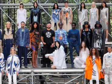 """Riccardo Tisci leva a Burberry para a floresta na semana de moda de Londres e decreta: """"Azul é o novo bege"""""""