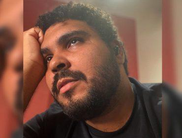 """Mais em alta do que nunca, Paulo Vieira manda a real – sem perder o humor – para a J.P: """"Sou a Xuxa preta de Palmas"""""""