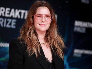 Parente morto de Drew Barrymore faz 'aparição inesperada' no novo talk show da atriz