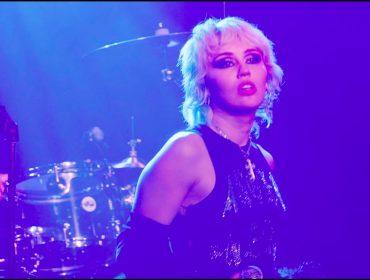 Miley Cyrus mostra que está no auge da carreira com covers do rock e planeja disco com repertório do Metallica