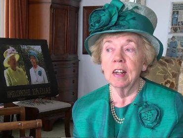 """Dublê de Elizabeth II fala sobre os detalhes da profissão: """"Não posso sentar no trono"""""""