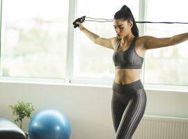 Mesmo seguindo a quarentena, dá para aproveitar o espaço da casa para praticar atividade física