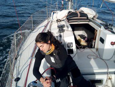 Tamara Klink, que carrega o mar e a navegação no DNA, faz sua primeira viagem sozinha e conta sua história