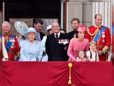 Família real britânica sofre com crise econômica e jantar de Natal da rainha terá lugar apenas para quatro familiares este ano