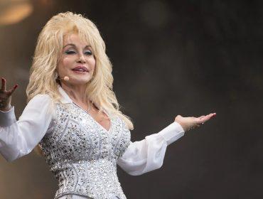 Uma das vacinas mais promissoras contra a Covid-19 foi desenvolvida com a ajuda de Dolly Parton