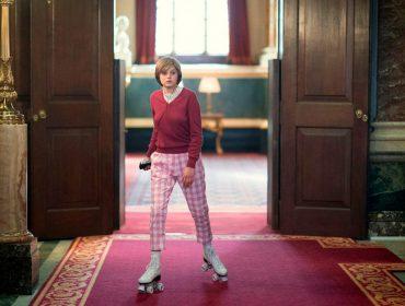 Cena de 'The Crown' em que Diana aparece patinando pelos salões do Palácio de Buckingham aconteceu de verdade? A gente conta aqui