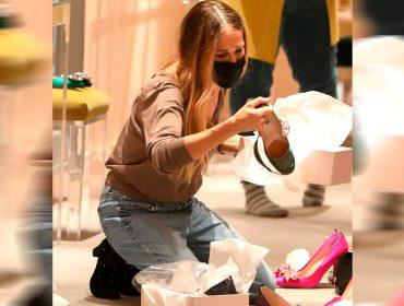 Sarah Jessica Parker ataca de vendedora em sua loja de sapatos em Nova York. Oi? Aos fatos