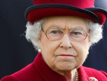 Elizabeth II manda familiares 'apertarem o cinto' depois de queda nas receitas causada pela pandemia