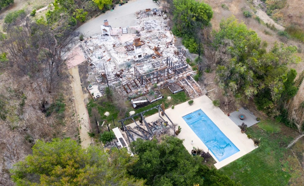 Vista aérea da propriedade: só sobrou a piscina