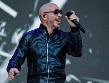 Grammy Latino: Rapper Pitbull anuncia show com banda formada por médicos da linha de frente do combate à Covid-19